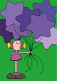Fille de sourire tenant sept ballons en forme d'étoile pourpres Image stock