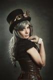 Fille de Steampunk avec le corset en cuir Image libre de droits