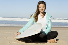 Fille de surfer photos libres de droits