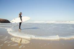 Fille de surfer photographie stock