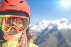 Fille de surfeur aux Alpes, montagne suisse Activités de l'hiver Photographie stock