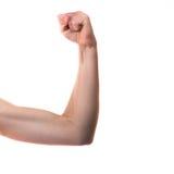 Fille de Tennage fléchissant le biceps d'isolement sur le blanc photographie stock libre de droits