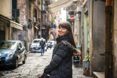 Fille de touristes à Naples Photographie stock libre de droits