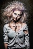 Fille de zombi de vampires Image stock