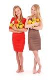 Fille deux tenant des fruits frais Photographie stock libre de droits