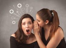 Fille disant des choses secrètes à son amie Photos libres de droits