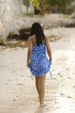 Fille dominicaine à la plage image stock