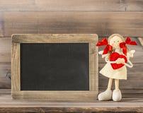 Fille douce avec le coeur rouge Décoration de jour de valentines Photographie stock libre de droits