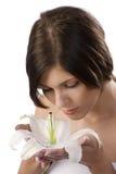 Fille douce sentant une fleur Photos stock