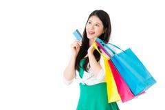 Fille employant des achats de commerce électronique de carte de crédit Images stock