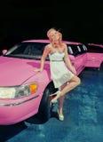Fille en la limousine photo stock
