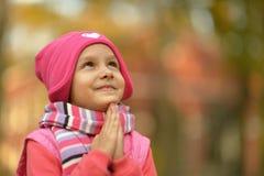 Fille en parc d'automne image libre de droits