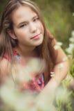 Fille en portrait de champ d'été Photo libre de droits