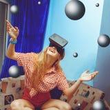 Fille en verres de réalité virtuelle Photo libre de droits