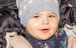Fille Enfant Bébé capuchon configuration drôle infant photos stock