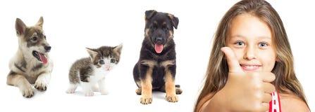 Fille et animaux familiers positifs Photo libre de droits