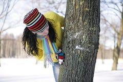 Fille et arbre Photographie stock libre de droits