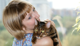 FILLE ET CAT Image stock