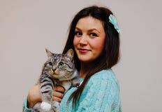 Fille et chat Images libres de droits