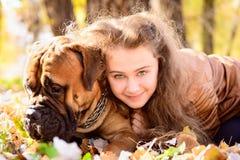Fille et chien de l'adolescence Photos libres de droits