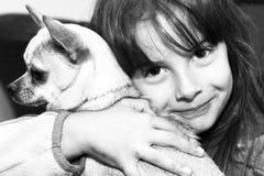 Fille et crabot Photographie stock libre de droits