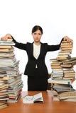 Fille et deux grands livres de piles Image stock