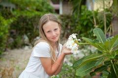 Fille et fleur Photo stock