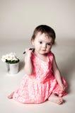 Fille et fleurs Images stock