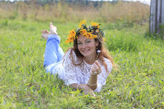 Fille et fleurs gentilles Photos libres de droits