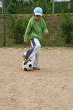 Fille et football photographie stock