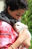 Fille et lapin Photos libres de droits
