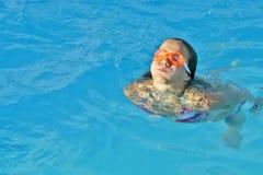 Fille et natation Photo stock