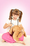 Fille et ours Photos stock