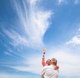 Fille et père heureux avec le nuage Photographie stock