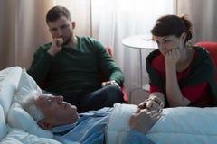 Fille et père malade Image libre de droits