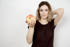 Fille et pomme Photographie stock libre de droits