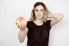Fille et pomme Photo stock