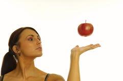 Fille et pomme saines Photos stock