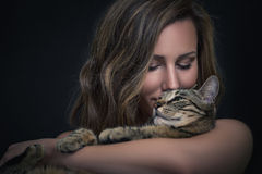 Fille et son chat Photo libre de droits