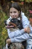 Fille et son chien Photographie stock