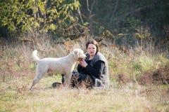 Fille et son romagnolo de laggoto Images stock