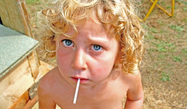 Fille et sucette Image stock