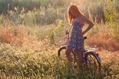 Fille et vélo Images libres de droits