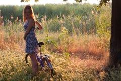 Fille et vélo Photo libre de droits