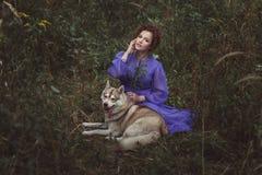 Fille féerique avec un chien Photographie stock