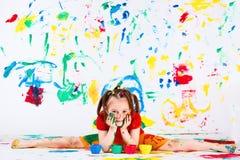 Fille faisant des fractionnements photos libres de droits
