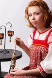 Fille folklorique avec la quenouille Photo libre de droits