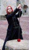 Fille gothique rousse avec un ANC Photographie stock libre de droits
