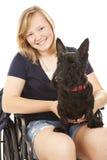 Fille handicapée avec le crabot Image libre de droits