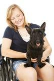 Fille handicapée et ami canin Images stock